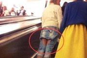 搞笑GIF:电梯里的意外收获,我好像发现了什么