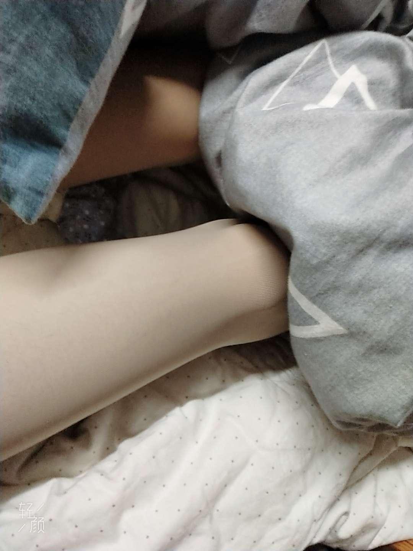 【原创美腿】没钱买丝袜了
