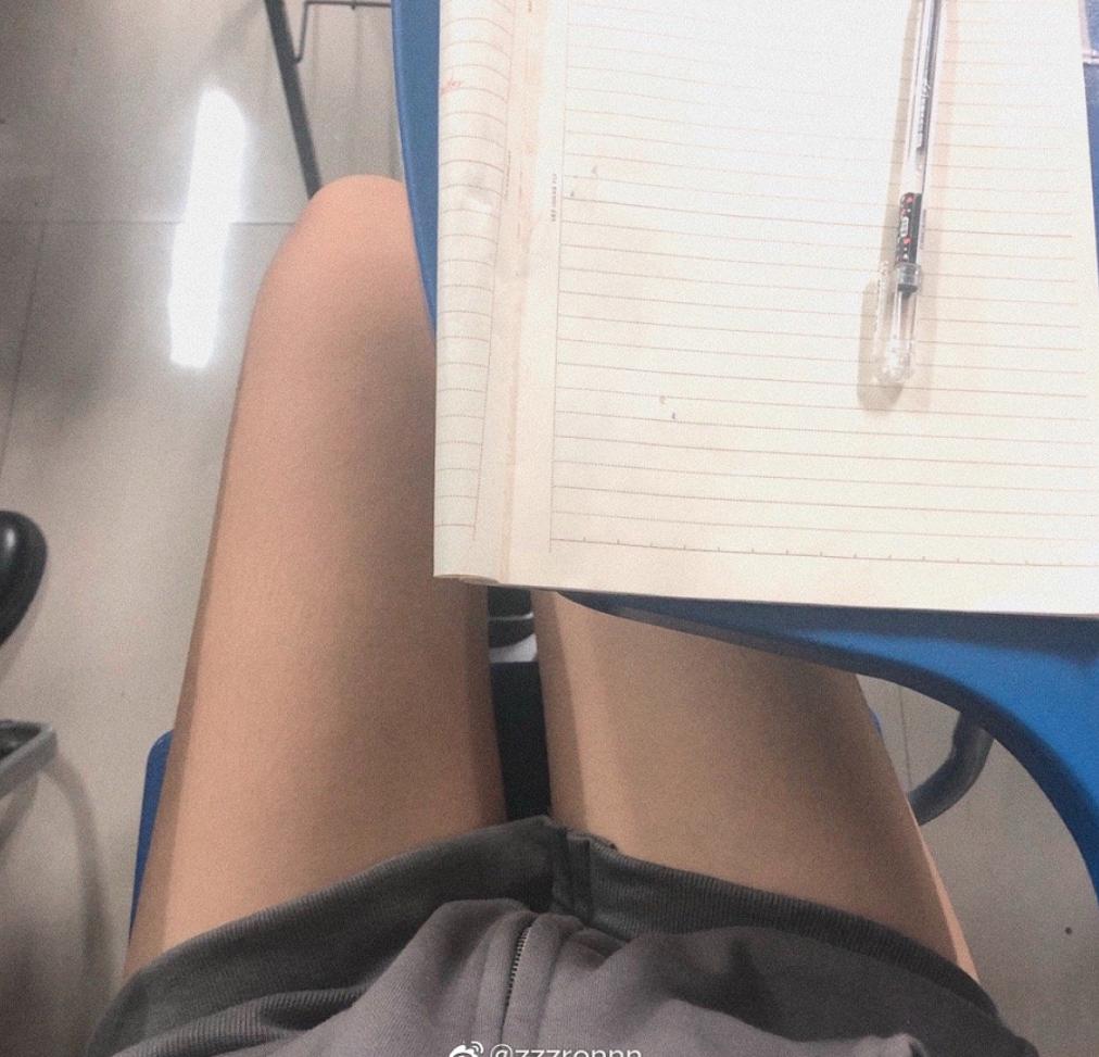 微博举行小姐姐晒美腿比赛[微博福利线报]