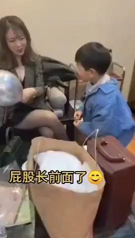 """皮皮虾最近比较火的""""梗睫毛阿姨""""原视频"""